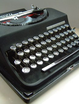 Typewriter_3_by_chameleonkid